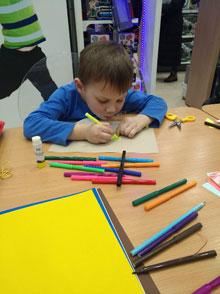 Silwerhof провел мастер-класс по изготовлению открытки на 23 февраля в «Детском мире»